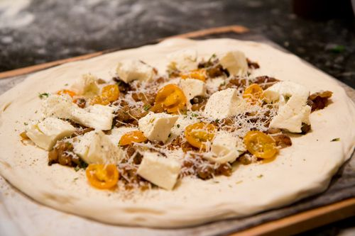 Pizza-proscuitto-raw