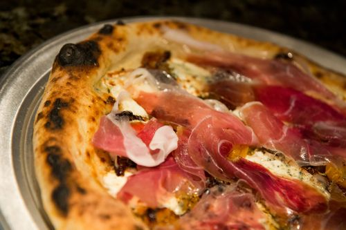Pizza-proscuitto-close
