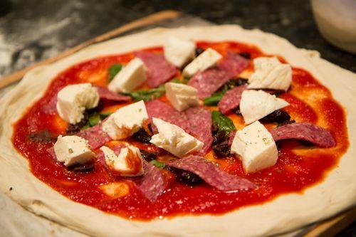 Salami-pizza-raw