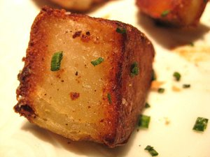 Pan_roasted_potatoes_close