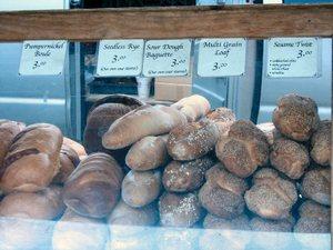Ridgewood_farmers_market_bread_1