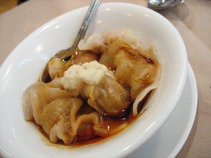Sichuan_pork_dumpling_wu_liang_ye