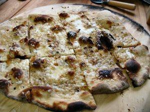 White_pizza_2_2_1